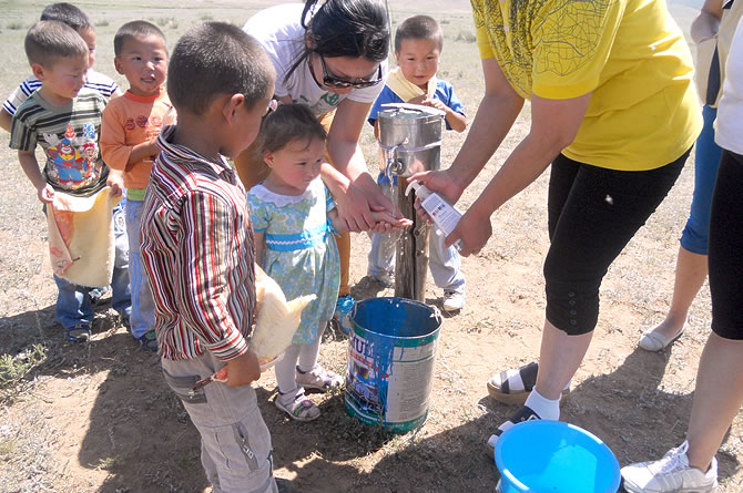 Teaching children health knowledge from young is one of World Vision ...