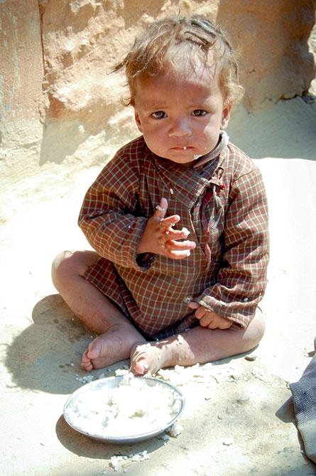 救助饥饿儿童